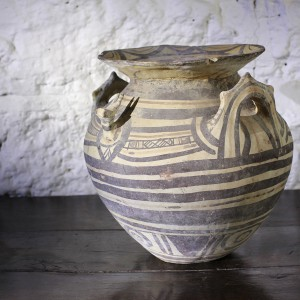 Large Daunian Greek pottery vessel, 525 - 475 BC
